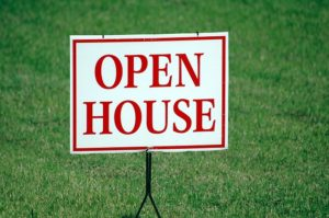 Read more about the article Preparing Your Garage for An Open House